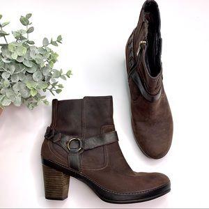 Clark's Active Air Dark Brown Buckle Boots sz 10